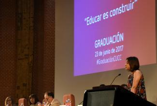 La comunidad educativa está compuesta por PAS , PDI y estudiantes.